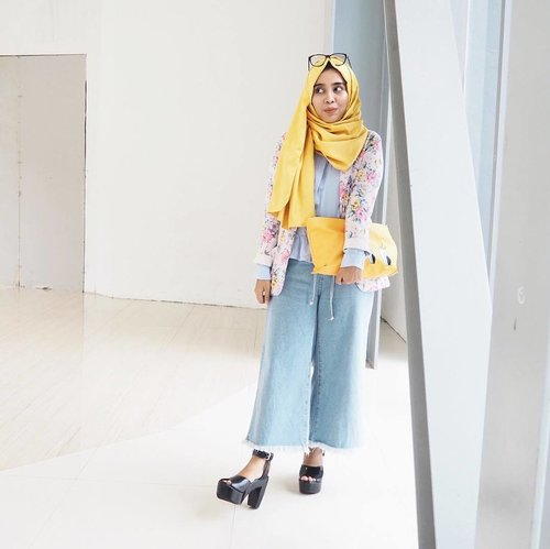 I can't stop wearing colorful outfits. Have you read my latest post yet? Read now, link is on bio 😊 #clozetteid .......#ootd #ootdmagazine #lookbook #lookbooknu #aboutalook #styleblogger #fashionista #ootdindo #lookoftheday #fashiondiaries #stylexstyle #peopleinframe #fashionlover #instafashion #wiwt #whatiwore #whatiweartoday #fashionblogger #streetstyle #bnw #blacknwhite #blogger #hijab