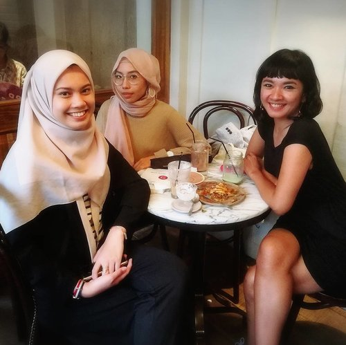 Hello girls! Meeting with @inalathifahs_ @theladyulia .. . . . . #clozetteid #clozettesquad #hellostylo #clozetteambassador