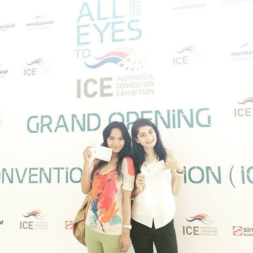 thank you @sinarmas_land @clozetteid for inviting me and @ayupratiwi to Cookin Nanta Show at Grand Opening ICE today.. 😍 it was AWESOME!! we want more 👭👍🏻 #clozetteid @clozetteid #ICEBSD #AllEyesToICE 😎 #fashion #cookinnantajakarta #cookinnanta #comedymusical #musicalshow #sofiadewiweekenddiary #music #weekend #sunday #BSD #clozettegirl #clozetteambassador