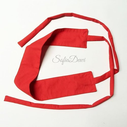 Menjelang Natal.. pasti banyak yang berburu asesoris berwarna merah..? Ada yang lagi kepengen belt simple warna merah ? bentuknya seperti obi?  Kamu bisa bikin sendiri kok... yuk intip-intip caranya di sini : http://sofiadewi.com/2015/12/18/cara-membuat-sabuk-obi-mini-untuk-pelengkap-pakaian/  Selamat mencoba 😉  #sofiadewifashiondiary #DIY #DIYbelt #diyfashion #clozette #clozetteid #sofiadewico