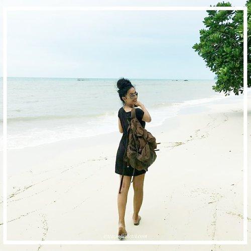 Selamat Pagi!  Yuk..ikutin Sopiah ke pantai !! . . . . Have a great weekend, everyone!  #clozetteid #Lifestyle #explorebelitung #islandlife #SofiaDewiTravelDiary