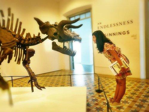 Pic 3 of 3 . . . Pose with THE SKELETON OF MAKARA (The Myth of A Myth) . . . . #singaporebiennale2016 #singaporeartmuseum #sofiadewitraveldiary #museum #visitsingapore #exhibition #artexhibition #photography #landscape #exhibitionphotography #skeleton #leica #leicalens #art #designer #artist #designerlife #exploresingapore #brasbasah #clozetteid #traveller #artlover . . 📸 By 💗