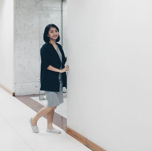 In monochrome. 💞 But not really ready to pose. 👻 . . . Dress n outer: @hardwareclothid. Shoes: Rubi by Cotton On. #ootd #clozetteid #vscocam #vsco #fujifilmx70 #outfitoftheday #outfit #officelook #officewear #rubishoes #hardwareclothid