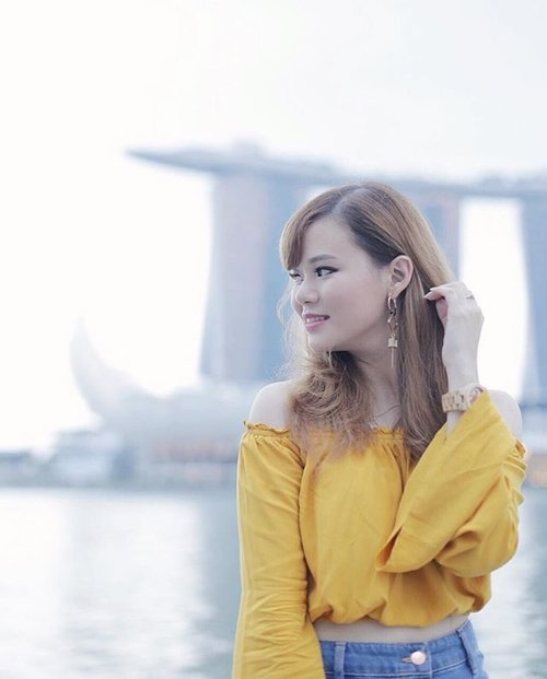 Sometimes I worry about how uncertain tomorrow is. Today's just one of those days 😕 | 📷 by @ariskapermana . . #JeanMilkaLife #JeanMilkaMOTD #jeanmilka #todayface #singapore #singaporefriends #TravelWithJeanMilka #traveltosingapore #JeanMilkaLife #marinabay #marinabaysands #worryless #photography #blogger #bloggerstyle #clozetteid