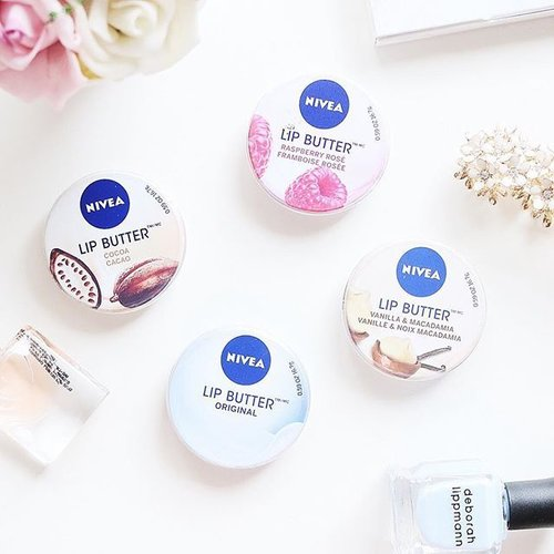 Finally my drugstore favorite lip balm is coming here to #Indonesia. If you are looking for a good lip balm, I highly suggest you to try this one. It's very moisturizing and can help to keep your lips to stay moist all night. My favorite scents is Vanilla & Macademia. . . #clozetteid #makeup #skincare #nivea #nivealipbalm #nivealipbutter #makeup #JeanMilkaFaves