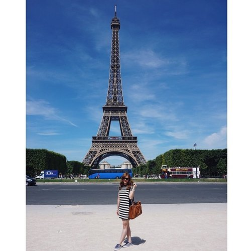 Viva la france! 😘😊 Dreams do come true. I stand in awe before one of the most celebrated monuments in the world. The Eiffel Tower 😍😚☺️ #TravelWithJeanMilka #JeanMilkaAtEurope #JeanMilkaOOTD #todayoutfit #travel #eiffel #paris #france #eiffeltower #cityoflove #lanscape #panorama #vsco #vscocam #ClozetteId