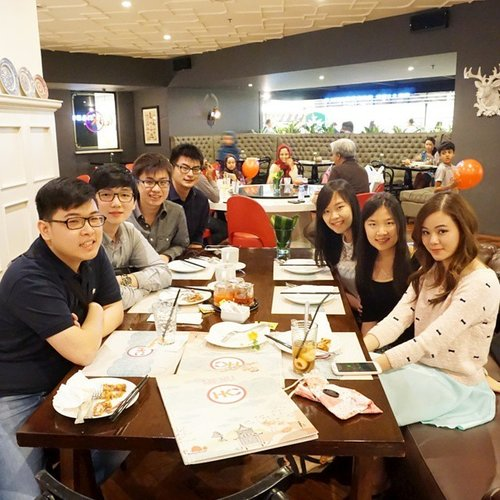 Hello folks.. long time no see ^^... #clozetteid #motd #friends #hongkongcafe #collegefriends #gathering #oldfriends #folks #folk #reunion #bestfriends #asian