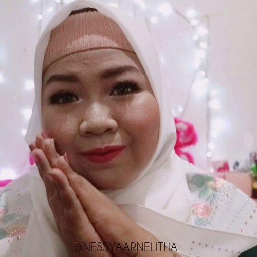 Baru kepikiran make up lebaran buat besok nih gengs ! akunya suka gitu , pengennya ramadhan gak buru buru pergi. Tapi harus menyambut Idhul Fitri dengan sukacita , Minal Aidzin Wal Faidzin , Mohon maaf lahir dan bathin untuk semua kesalahan , ucapan ataupun sikap yang pernah menyinggung kalian. semoga kita semua dipertemukan kembali dengan Ramadhan berikutnya . Aamiin Allahumma Aamiin#makeupramadhan#ramadhanmakeup #ramadhankareem#makeuplebaran#lebaranlook#idhulfitri2019 #nezinframe #clozetteid #clozette