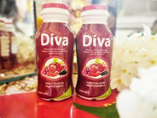 Collagen ✅ Vitamin E ✅ Anti Oxidant ✅ Mixed Berries ✅  What more can i asked? This yummy beauty drink ensures the health of my skin. Psst, it tastes awesome too! . Ini minuman kecantikan favorit aku karena dengan rutin mengkonsumsi #divabeautydrinks kulitku tetap sehat dan terlihat cantik! Oiya, kamu bisa beli #divabeautydrinks ini dengan discount 100k kalau kamu beli 300k dengan menggunakan kode Vitrie100 di link yang ada di bio aku. Thank me laterrr 💋 . . . . #divabeautydrinks #kulitsehat #clozetteid #instagram #beautyreview