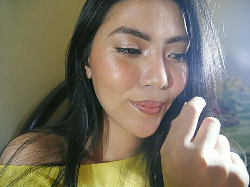 last summer vibe with sun kissed skin and fake freckles 💛   #beautyredemption #selfmakeup #clozetteid