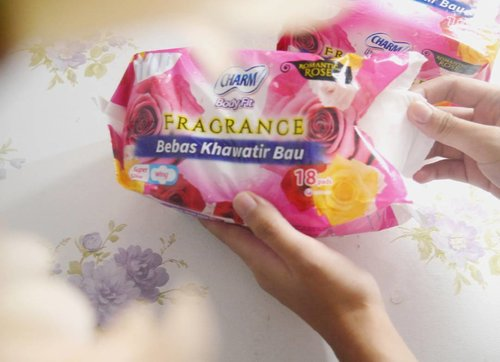 Sekarang udah ngga perlu khawatir lagi dengan bau ngga menyenangkan saat menstruasi karena sudah ada Charm Fragrance! Baca lengkapnya di #BeautyRedemption blog dengan ketik bit.ly/charmfragranced atau klik link di bio #CharmWangiPede @Charmidn . . . . . . . . . . . . #instadaily #ad #instareview #bbloggersid #clozetteid #instagood #lifestyleblogger