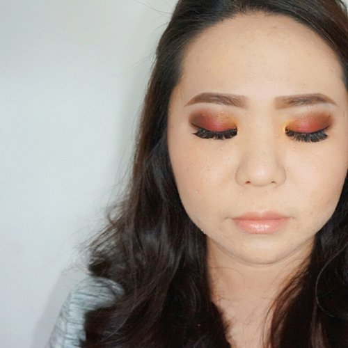 And again another Monday! Click on the link for the post abd tutorial hehe a maroon gold makeup look ♥ .  For makeup jobs (makeover, demo, editorial, class, etc) contact me to: muses.wonderland@yahoo.com .  #makeup #vegas_nay #mayamiamakeup #anastasiabeverlyhills #maryammaquillage #motivescosmetics #brian_champagne #makeupartist #dressyourface #universodamaquiagem_oficial #hudabeauty #lvglamduo #beauty #nyxcosmetics #bhcosmetics #ghalichiglam #norvina #makeupclass #fcmakeup #zukreat #morphebrushes #endorse #clozette #clozetteid #femaledaily #fdbeauty #fimela #beautyclassjakarta #makeupartistsworldwide #makeupartistjakarta