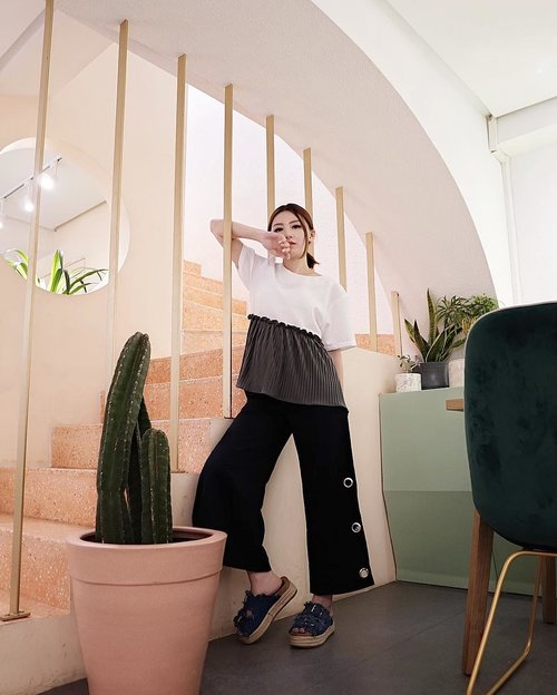 Stay casual for monday wearing top @ponpon.wear and pants + sandals @berrybenka . . #MeandBb #MeandBerryBenka #ootd #ootdfashion #ootdinspo #ootdideas #ootdindo #ootdindokece #ootdinspiration #ootdindonesia #indobeauty #indofashion #indofashionpedia #indofashionpeople #indofashionblogger #clozetteid #lookbooks #lookbooklookbook #lookbookindonesia