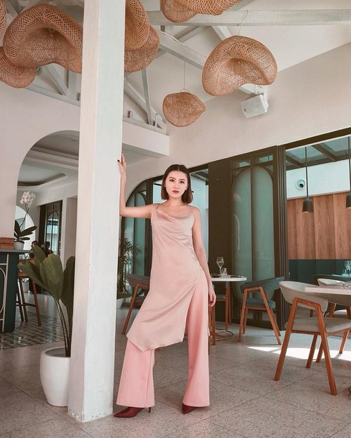 Slit long top @atsthelabel is all u need to be sexy not trashy 💋 . . #Ootd #ootdfashion #ootdinspo #ootdideas #ootdindo #ootdindokece #ootdinspiration #ootdindonesia #indobeauty #indofashion #indofashionpedia #indofashionpeople #jakartaspot #jakartahits #ootdjakarta #jakartabeauty #indofashionblogger #clozetteid #lookbooks #lookbooklookbook #lookbookindonesia