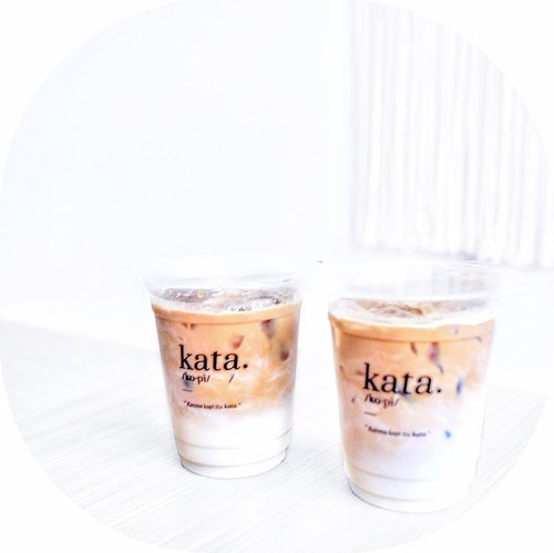 📍@kopiitukataSunter, Jakarta Utara..Bener2 recommended bangettt yg kopi kokoh nyaaa... kopi susu ada wangi kelapa nya n pake gula jawa, pokonya unik banget n aku suka bangettt campuran nya pas sekaliii.... ini bukan endorse/promote tapi beneran dehhh musi cobainnn yg kopi kokoh nyaa itu beda dari yg lain! 👌🏻❤️..#FollowTheYummy #kopiitukata #kopikokoh #katacoffee #ngopidisunter #anakkopi #kulinersunter #kulinerkelapagading #ClozetteID