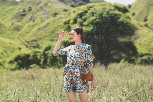 """<div class=""""photoCaption"""">It feels good to be lost in here 😆 while wearing my flowery kimono jumpsuit from @salestock.id</div>"""