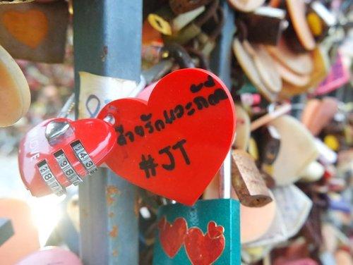 그대여 내게 돌아와 줄 수 없다면 돌아봐도 안 돼요  #baperdaily #희망고문 #lovelocks #ThailandTrip #Bangkok #ClozetteID