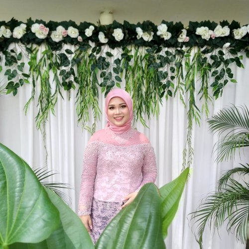 Thank you for those who makes our engagement day comes true!.Venue and catering: @dcrystal.terrace Decoration: @rustiquedecoration Make up: by me #reiiputtAttire: @fadlan_indonesia Fabric: @bindusamtani @batiksalmacrb Cakes: @nekysay Engagement ring: @victoriaweddingring Photo and video: @phototalkstudio @pupujai Flower bouquet: @de.fleurjakarta And thank you for all the family and friends who support us..#engagementphotos #engagement #putribaimmenujuhalal #putribaim #engagementkebaya #kebayalamaran #dekorasilamaran #clozetteid