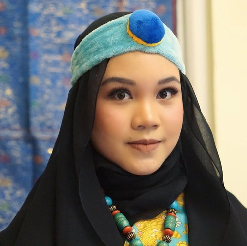 """kalo kamu jadi Princess Jasmine aku jadi Aladdin apa jin? Ooh, aku tau pasti aku jadi karpetnya"" - suamiku tercinta @baimabd92,.Aku mencoba membuat make up look ala #PrincessJasmine dalam rangka menyambut film Aladdin yang sebentar lagi tayang. Disini aku menggunakan produk dari @lakmemakeup x @disneyaladdin sebagai berikut:.💎Lakme x Disney Aladdin Absolute Reinvent Illiminating Eyeshadow Palette ""Royal Persian"".💎Lakme x Disney Aladdin Absolute Reinvent Precision Liquid Eyeliner.💎Lakme x Disney Aladdin Absolute Reinvent Face Stylish Blush Duo ""Pink Blush"".💎Lakme x Disney Aladdin Absolute Reinvent Illuminating Sun-Kissed Bronzer.💎Lakme x Disney Aladdin Absolute Reinvent Illuminating Moon Lit Highlighter.💎Lakme x Disney Aladdin matte Melt Liquid Lip Color ""07 Mild Mauve""..Tutorial coming aoon on my YouTube channel. Produk di atas bisa dibeli di lakmemakeup.co.id atau jd.id ya!.#awholenewlook #lakmeawholenewlook #disneyaladdin #clozetteid #indonesianfemalebloggers #makeupcharacter #reiiputt @sociolla @beautyjournal @lakmeprgirl"