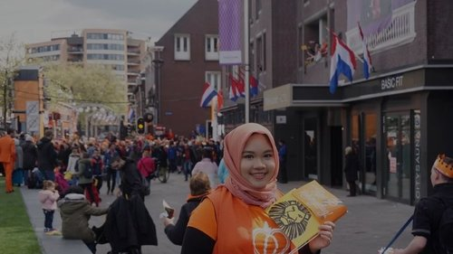 Fijne Koningsdag! Happy Kingsday! Throwback to last year's Kingsday when the King and Queen of The Netherlands celebrate King's birthday in Tilburg..#koningsdag #Tilburg #Netherlands #Kingsday #orange #weheninNetherlands #IMissTillly #clozetteid