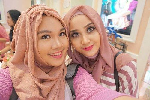 Salah satu hal yg paling aku suka dari memenuhi undangan datang ke event adalah kesempatan untuk bertemu teman2 baru yg memiliki passion yg sama, thank you @benefitcosmeticsindonesia udah bisa bikin aku ketemu sama vlogger kece @lindakayhz #selfie #beneanniv #benebabes #benefitid #blogger #indonesiabeautyblogger #ibb #motd #fotd #ibv #indonesiabeautyvlogger #ClozetteID