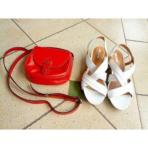 Tunjukkan merah putihmu clozetters! @clozetteid #ClozetteID #clozette #clozetteambassador #merahputih #shoes #bag #fashion #aigner #geox