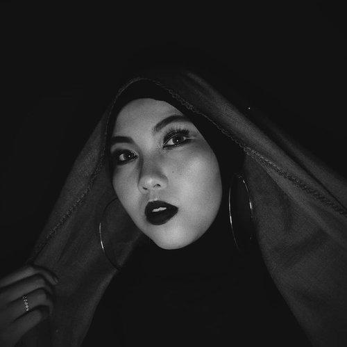 ___Watching you eyes😎___#ClozetteID #beautyranger #beautyrangercollab#monochrome #boldmakeup