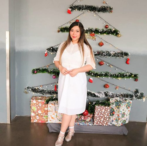 I just realized that i finally took a Christmassy pic... Days after Christmas. Might as well post it in January, no? 🤣🤣🤣. #ootd #ootdid#sbybeautyblogger  #bblogger #bbloggerid #influencer #influencerindonesia #surabayainfluencer #beautyinfluencer #beautybloggerid #beautybloggerindonesia #bloggerceria #beautynesiamember  #influencersurabaya  #indonesianblogger #indonesianbeautyblogger #surabayablogger #surabayabeautyblogger  #bloggerperempuan #clozetteid #sbybeautyblogger  #girl #asian #notasize0 #surabayainfluencer #colorful #personalstyle #surabaya #effyourbeautystandards #celebrateyourself