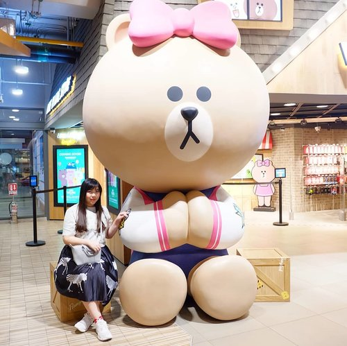 I am a firm believer that in life, there is not an experience that we should regret as they all, good and bad, help shape us as we are today.#linebear #linevillage #linevillagebangkok #thailand #bangkok #pinkinthailand #pinkinbangkok #clozetteid #blogger #girl #asian #trip #travel #citizenoftheworld #beautybloggerid #influencer #indonesianbeautyblogger #surabayablogger #sbybeautyblogger #asia #beautyinfluencer #surabayablogger #SurabayaBeautyBlogger #ootd #ootdid #ootdindonesia #bear #jalanjalan #wanderlust #wanderer