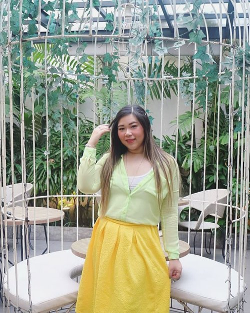 It's almost winter but ofc we don't get winters in our place, not even rainy season's properly here so we are stuck in perpetual summer - my outfit might be too summery for other parts of the world but i think i can get away with it here haha!#ootd #ootdid#sbybeautyblogger  #bblogger #bbloggerid #influencer #influencerindonesia #surabayainfluencer #beautyinfluencer #beautybloggerid #beautybloggerindonesia #bloggerceria #beautynesiamember  #influencersurabaya  #indonesianblogger #indonesianbeautyblogger #surabayablogger #surabayabeautyblogger  #bloggerperempuan #clozetteid #sbybeautyblogger  #girl #asian #notasize0 #surabayainfluencer #colorful #personalstyle #surabaya #effyourbeautystandards #celebrateyourself