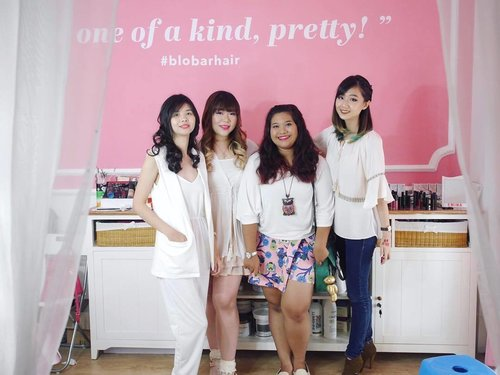 Wif my #beautysquad yesterday! Okay not really THE squad coz MA squad consists of almost 30 fabulous ladies at @sbybeautyblogger #shamelessselfplug 😜😜😜, but they represents!  Thank you my girls who showed up at @blobarhair @lilomuaeyelashes #instantbeauty #event and supported me as one of the hosts (pictured here is another host @cynthiansunartio ) and help me create a buzz!  #BloBarHair #lilomuaeyelashes #sbybeautyblogger #blogger #vlogger #surabaya #indonesianblogger #indonesianbeautyblogger #surabayablogger #surabayabeautyblogger #surabayaevent #beautyevent #hairsalon #surabayahairsalon #blobar #blobarsurabaya #clozettedaily #clozetteid #girls #girlsquad #beautyjunkies #allaboutbeauty