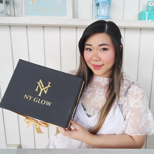I am sooo excited to receive this skincare products from NY Glow @nyglowindonesia especially after i found out all the pretty things inside ^^! Everything looks so luxurious starting from the big box that is dominated with one of my fave colour, black - i am already in love!  In the package i got a full line of NY Glow or Glowing Series, consisted of Luxury Glowing Serum, Glowing Toner, Brightening Facial Wash, Whitening Day Cream and Whitening Night Cream. There is also a card with information of the 5 steps of usage : 5 steps to glow! Not only that, i also got a pretty silk kimono, yay!  Ofc, NY Glow products are all BPOM certified and also Halal certified, so they are all safe to use.  Btw, you can already get NY Glow products online via their official website: nyglowofficial.com , get 15% off using code NYGLOW15 only at 20-31st December 2019!  I will also give you a full review of the series on my blog so stay tuned!  #nyglow #MakeItGlow #NYGlowIndonesia  #clozetteid #sbybeautyblogger #beautynesiamember #girl #asian #endorsement #endorsersby #endorsementid #blogger #influencer #influencersurabaya #surabayainfluencer #beautyinfluencer #indonesianblogger #indonesianbeautyblogger #beautybloggerid #skincare #indonesiancosmetics #indonesianbrand #indonesianskincare #bloggerperempuan #indonesianfemalebloggers #beauty #launching #bloggerceria #bloggerindonesia