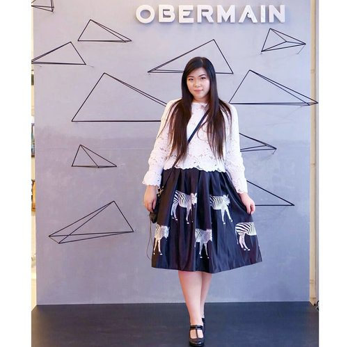 My OOTD for @obermainid 's flagship store opening yesterday at @tunjungan_plaza  Dresscode was black and white smart casual, while my outfit was not exactly casual (the last thing one should think about my style is casual 😂) i think it still falls into the category. I am not a trend follower, but i like to think that i am definitely a trend setter 😉. Although i always try to follow dresscodes closely, i also refuse to compromise my style for that, that's how i make my every style my own 😊. #obermain #obermainid #obermaingeometriches #storeopening #storeopeningevent #flagship #flagshipstore #onduty #event #fashion #fashionevent #tunjunganplaza #surabaya #eventsurabaya #clozetteid #sbybeautyblogger #bloggerceria #beautynesiamember #girl #asian #influencer #influencersurabaya #fashioninfluencer #personalstyle #monochromaticootd #blackandwhite #celebrateyourself #beautybeyondsize