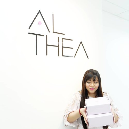 Had sooo much fun visiting @altheakorea HQ, and love every single one of the Altheans we met 😻😻😻 I will share more about our visit in my blog and also the lovely lovely gifts we got from them!  #althea #altheakorea #aphroditesXaltheakorea #aphroditesoverseas #althealand #altheaheadquarter  #asian #clozetteid #beautynesiamember #sbybeautyblogger #bloggerceria #blogger #bblogger #bbloggerid #beautybloggerid #beautybloggerindonesia #influencer #beautyinfluencer  #travel #trip #wanderlust #jalanjalan #pinkinKL #pinkinKualaLumpur #kualalumpur #pinkinmalaysia #malaysia #travelblogger #pink