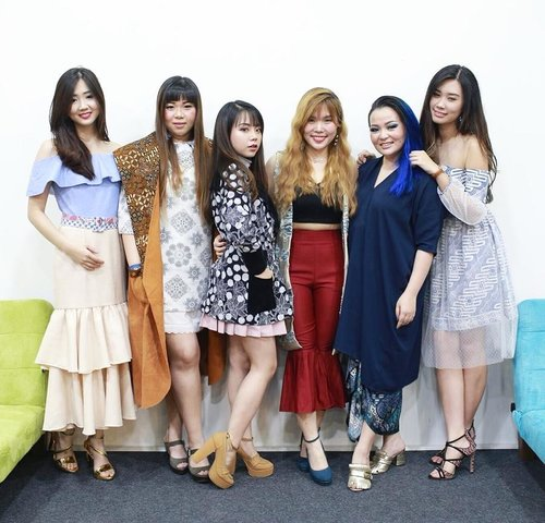 All hosts of B2Pop Preview, meet all us again on the 24th! Photo by : @sweetmoment58Also supported by : @makeoveridsurabaya#Aphroditesxb2pop#Aphroditesxembrannawawi#aphroditesxfashiondesigner #b2pop#fashion #makeoveridsurabaya #madeinindonesia  #clozetteid #sbybeautyblogger #bloggerceria #beautynesiamember #ootd #batik #iwearbatik #batikid #girls #ladies #batikcouture  #blogger #bblogger #bbloggerid #fashionblogger #personalstyle #influencer #event #preview #surabayaevent #surabayainfluencer