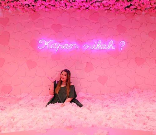 Kapan gezz? Heh heh heh.... #haluuworld #haluubanget #surabaluu #exhibition #instagrammableexhibition #pink#event #eventsurabaya#surabaya #surabayaevent#girl #clozetteid  #sbybeautyblogger  #bloggerindonesia #bloggerceria #bloggerperempuan #indobeautysquad  #influencer #beautyinfluencer #surabayainfluencer #surabayablogger #influencersurabaya  #indonesianbeautyblogger  #bloggerid #bblogger #bbloggerid #SurabayaBeautyBlogger