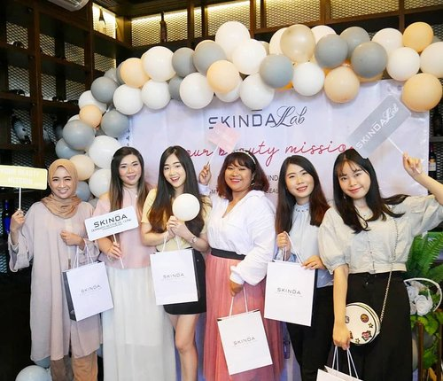 Congratulations @skindalab_beautique (and ofc @dr_leni_kumala ) for the launching, can't wait to try all of the products - must be good since it's a brainchild of an awesome doctor!Thank you for having us 🤗. #myskindalab #mybeautymission #event #eventsurabaya#surabaya #surabayaevent#girls #asian #clozetteid  #sbybeautyblogger  #bloggerindonesia #bloggerceria #bloggerperempuan #indobeautysquad  #influencer #beautyinfluencer #surabayainfluencer #surabayablogger #influencersurabaya  #indonesianbeautyblogger  #bloggerid #bblogger #SurabayaBeautyBlogger #beautyevent #indonesianfemalebloggers #skincare  #skincarelaunch #launching