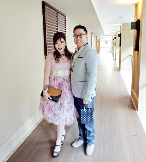 Getting formal for Bae's Gatsby themed party last nite  #partylook #husbandandwife #hubbyandwifey #ootd #ootdid #ootdindo  #pinkinbali #bali #vacation #summervacation  #blogger #lifestyle  #travel #lifestyleblogger #indonesianblogger #travelblogger #indonesiantravelblogger #indonesianlifestyleblogger #asian #clozetteid  #sbybeautyblogger #bloggerceria  #wanderlust #jalanjalan #influencer  #babyssweet17 #babys17thbirthday #floral #floralootd #suitedup