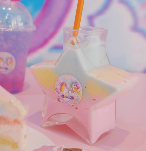 Maybe the sweltering weather makes my head and my heart crazier, maybe i should wash down all those fire inside with something icy cold. Preferably something as kawaii as this! 📷 : @deuxcarls  But i think it was @bokoaz 's drink haha!  #unicorn🦄 #unicorncafebangkok #bangkokcafe #bangkok #unicorndrink #pinkinthailand  #clozetteid #sbybeautyblogger #beautynesiamember #bloggerceria #influencer #jalanjalan #wanderlust #blogger #indonesianblogger #travelblogger  #indonesianbeautyblogger #indonesiantravelblogger #surabayainfluencer #travel #trip #pinkjalanjalan #bloggerperempuan  #thailand #bunniesjalanjalan #pinkinbangkok #instadrink #drinksofonstagram