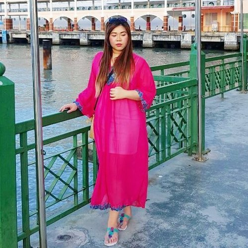 I always love the look of a kaftan dress, but i didn't quite know where to actually wear them... This cruise trip seems like a good opportunity to don them and gawd... It's ridiculously comfortable and i like how it turns out on photos 😻! #OOTD#ootdid #ootdindonesia #cruiseootd #penang #georgetown  #royalcaribbeancruise#pinkinholiday  #blogger #trip #travel #wanderlust  #jalanjalan #itchyfeet #travelblogger  #indonesiantravelblogger  #bblogger #clozetteid #beautynesiamember #sbybeautyblogger #influencer #traveltheworld  #ilovetravel  #girl  #exploretheworld #travelblogger #influencer #kaftan #kaftandress #swettenhampier