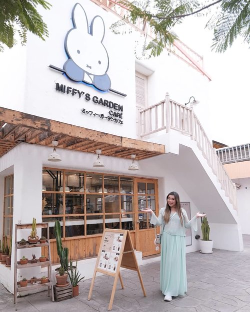 One of my fave parts of @santorinipark ? @miffysgardencafe !!! Too cute! #pinkinthailand #pinkinhuahin#clozetteid #sbybeautyblogger #beautynesiamember #bloggerceria #influencer #jalanjalan #wanderlust #blogger #indonesianblogger #surabayablogger #travelblogger  #indonesianbeautyblogger #indonesiantravelblogger #girl #surabayainfluencer #travel #trip #pinkjalanjalan #lifestyle #bloggerperempuan  #asian  #ootd  #santoriniparkchaam #miffygardencafe #thailand #huahin #bunniesjalanjalan