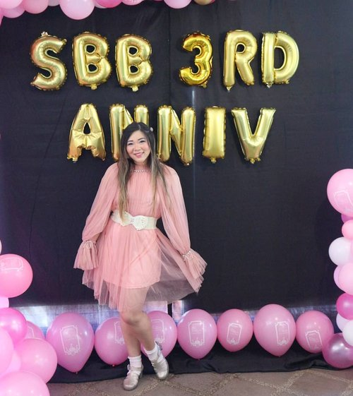 Decked in pink, tulle and glitter for our beloved community's anniversary.Btw i didn't set up the dresscode according to my taste ya, i am not that self-centred 🤣, we just tried to match our sponsors' main color and it happened to be pink!Btw i feel like i'm celebrating my 17th bday due to the decor and ambience 🤣🤣🤣. #ootd #ootdid#sbybeautyblogger  #bblogger #bbloggerid #influencer #influencerindonesia #surabayainfluencer #beautyinfluencer #beautybloggerid #beautybloggerindonesia #bloggerceria #beautynesiamember  #influencersurabaya  #indonesianblogger #indonesianbeautyblogger #surabayablogger #surabayabeautyblogger  #bloggerperempuan #clozetteid #sbybeautyblogger  #girl #asian #notasize0 #surabayainfluencer #fashioninfluencer  #personalstyle #surabaya #effyourbeautystandards #SBB3RDANNIVERSARY