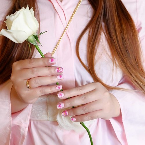 Would you be my Valentine? 💅 : @menail.salon 🌷 : @lavoireflorist 📷 : @deuxcarls  #valentine #valentinesnails #pink #nails #nailart #gelnailart #whiterose #menail #blogger #bblogger #bloggerid #clozetteid #beautynesiamember #sbybeautyblogger #endorse #sponsored #endorsersby #endorsement #endorsementid #endorsementsby #influencer #beautyinfluencer #surabayainfluencer #beautyblogger #indonesianblogger #surabayablogger #nailstagram