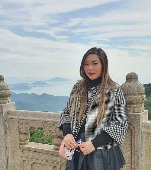 Have you ever taken a picture where the sky behind you is so bright and beautiful that it almost looks fake?0 editing on the sky okay.#pinkinhongkong #lantauisland#ngongping360 #ngongping#clozetteid #sbybeautyblogger #beautynesiamember #bloggerceria #influencer #jalanjalan #wanderlust #blogger #indonesianblogger #surabayablogger #travelblogger  #indonesianbeautyblogger #indonesiantravelblogger #girl #surabayainfluencer #travel #trip #pinkjalanjalan #lifestyle #bloggerperempuan  #asian  #hongkong #hongkong🇭🇰 #ootd #ootdid #asian