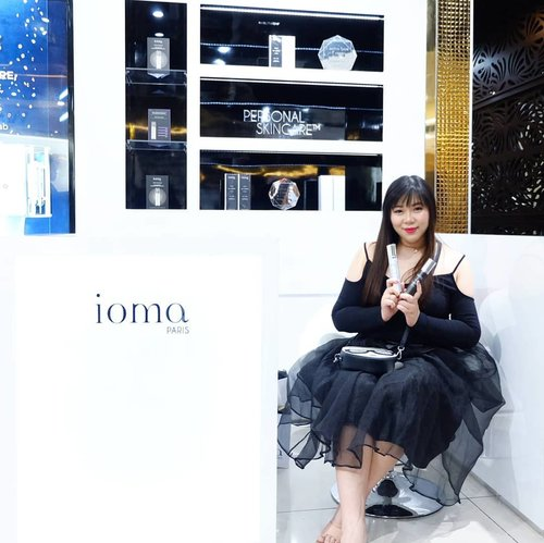 Attending @iomaindonesia Counter launch at @jayanatabeauty Today.  Learned so much about this luxury skin care and their special personalized skin care : Ma Creme, a bottle of two-in-one serum and moisturizer that is custom made for you after taking a very thorough and detailed skin check at the super sophisticated machine.  Psssst, Ma Creme only takes 1 minutes to make! Ioma truly brings the term luxury and personalized to the next level.  Special thanks to @indrasubono For the invitation 😀. #ioma #iomaindonesia #iomaparis #jayanata #jayanatabeauty  #luxuryskincare #premiumskincare #skincare  #event #surabaya #surabayaevent #eventsurabaya #beautyevent #bblogger  #bbloggerid #influencer #influencerindonesia #surabayainfluencer #beautyinfluencer #beautybloggerid #beautybloggerindonesia  #beautynesiamember #clozetteid #girl #sbybeautyblogger  #beautynesiamember #influencersurabaya