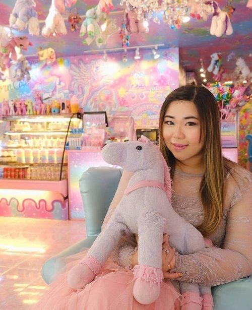 May my heart be full of unicorn and rainbows again someday soon... #unicorn #unicorncafe #unicorn🦄#cafebangkok #bangkokcafe #bangkok#pinkinthailand #clozetteid #sbybeautyblogger #beautynesiamember #bloggerceria #influencer #jalanjalan #wanderlust #blogger #indonesianblogger #surabayablogger #travelblogger  #indonesianbeautyblogger #indonesiantravelblogger #girl #surabayainfluencer #travel #trip #pinkjalanjalan #bloggerperempuan  #asian  #thailand #bunniesjalanjalan #pinkinbangkok
