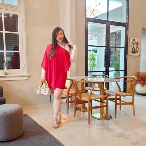 Reality : i went out once in January so far, to Kope's 2nd branch opening 🤣. How bout you?  #ootd #ootdid #whitehousesurabaya  #clozetteid #sbybeautyblogger  #BeauteFemmeCommunity #notasize0  #personalstyle #surabaya #effyourbeautystandards #celebrateyourself #mybodymyrules