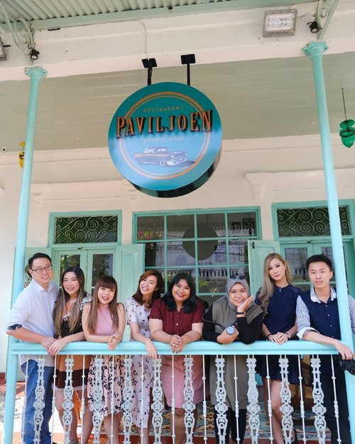 Congratz @angeliasamodro and family for the soft opening of @paviljoen_surabaya , we had such an awesome time!!! I love everything about this place, from the extremely well detailed decor, the cozy and homey atmosphere, to the yummy food!I am a huge Indonesian food lover (i'm the typical Indonesian who misses Indonesian food like crazy whenever i go overseas just a little bit too long 😝) and the menu here really please my tastebud 😍. Swipe left to see some of the simpler menus, love the fried chicken (the perfect blend of sweet and savory), the Paviljoen corn that is very unique and addictive, and you should also try Bir Pletok if you are a ginger drink fan (it's non alcoholic don't worry!). Oya, the prices are very pocket friendly as well 😉. Paviljoen Surabaya will be open for public on August 19, trust me you don't want to miss it 😉😉😉. Btw all of the food pics belongs to @deuxcarls, i am just sharing the luv 😁. #paviljoen #paviljoensurabaya #indonesianfood#clozetteid #sbybeautyblogger #beautynesiamember #bloggerceria #influencer #blogger #indonesianblogger #surabayablogger #travelblogger  #indonesianbeautyblogger #indonesiantravelblogger  #surabayainfluencer  #pinkjalanjalan #lifestyle #bloggerperempuan  #asian #lifestyle #lifestyleblogger #lifestyleinfluencer #restaurant #indonesianrestaurant #surabaya #surabayaresto#makanmakan