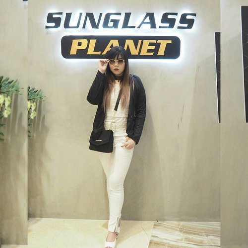 Attending @sunglassplanet Grand Opening now  #sunglassplanetxlevis #thebetterone #putyourmakeupon #sunglassplanetpakuwon #grandopening #sunglassplanet #event #openingevent #blogger #personalstyle #ootd #monochromatic #monochromaticoutfit #fashion #ootdid #girl #asian #sunglassboutique #clozetteid #clozettedaily #personalstyleblogger #fashionblogger #sbybeautyblogger #eventsurabaya #surabayablogger #indonesianblogger #surabayablogger #influencer #fashioninfluencer #influencersurabaya
