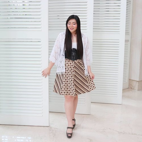 #ootd Gadis Desa edition 😛Happy fasting for those who celebrate,  how's the first day??? Hope y'all strong and didn't give in to temptations 😉#batik #iwearbatik#girl #asian #ootdid #ootdindo #ootdindonesia  #clozetteid #sbybeautyblogger #beautynesiamember #bloggerceria #blogger #bblogger #beautyblogger #influencer #influencersurabaya #surabaya  #beautyinfluencer #fashion #personalstyle #fashionblogger #personalstyleblogger #notasize0 #comfortableinmyownskin#effyourbeautystandards #celebrateyourself #bodypositive #bodypositivity  #beautybeyondsize
